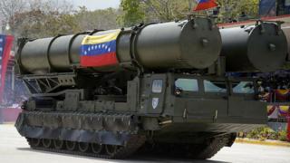 S-300 em desfile militar na Venezuela