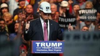 ترامپ در جریان تبلیغات انتخاباتیاش وعده میداد محدودیتها را برای استخراج زغالسنگ و استفاده از این سوخت آلاینده رفع کند.