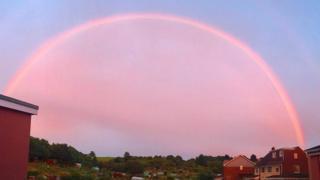 Розовая радуга