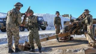 جنود أتراك في استعداد لضرب مقاتلي العمال الكردستاني