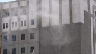Meclis'te operasyon sürerken bir patlama sesi geldi ve binadan dumanlar yükseldi