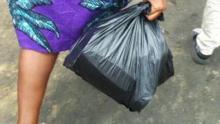L'interdiction des sachets plastiques divisent les Béninois