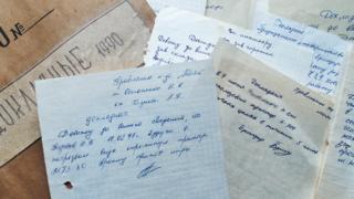 """Два этажа заброшенного здания, в котором находилось управление колхоза """"Маяк"""", завалены архивной документацией"""