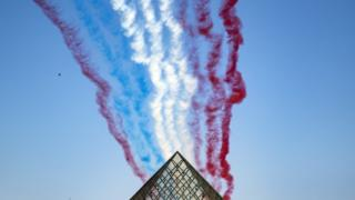 Alpha Jets fly over the Louvre