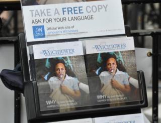 Panfletos da organização Testemunhas de Jeová
