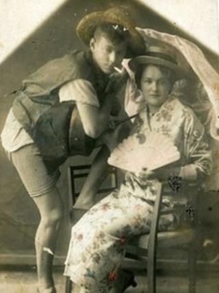 1920'lerin ortasındaki Yeni Ekonomik Politika döneminin moda ikonları Apaşa ve Apaşka