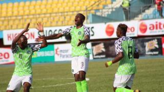Victor Osimhen celebrate after im score hat-trick