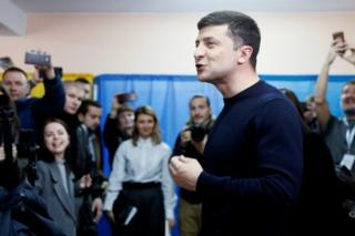 Volodymyr Zelenskiy casts his vote in Kiev, 31 March