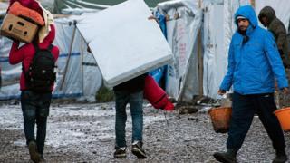 Des migrants dans un camp de réfugié à Calais, au Nord de la France le 7 mars 2016 (archives)