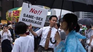Một nhà hoạt động chống quyền của người đồng tính ở Seoul, Hàn Quốc.