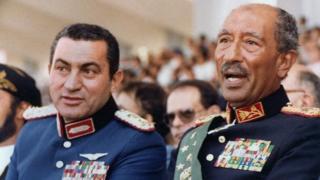 पूर्व राष्ट्रपति होस्नी मुबारक और राष्ट्रपति अनवर अल-सादात