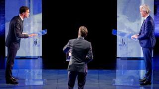 Waziri mkuu Mark Rutte (kushoto) na mpinzani wake mkuu Geert Wilders (kulia) katika mdahalo