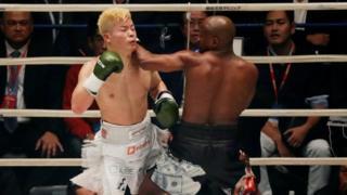 Floyd Mayweather alimuangusha Tenshin Nasukawa mara tatu katika raundi ya kwanza
