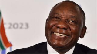 Cyril Ramaphosa amechaguliwa kuwa kiongozi mpya wa chama tawala cha ANC nchini A-Kusini .
