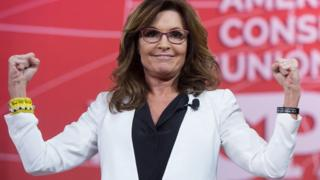 Sarah Palin flexes her muscles at a speech in January 2015.