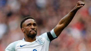Jermain Defoe celebrates scoring their first goal