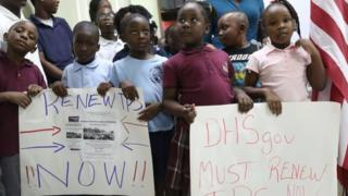 Children join too dey beg di US government make dem renew di temporary protected status wey go expire July 2019.