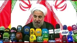 حسن روحانی، رئیس جمهوری ایران، می گوید صلح از جنگ سخت تر است و شهامت بیشتری می طلبد. هفته پیش آیت الله خامنهای، رهبر ایران، گفته بود چالش و سازش هر دو هزینههایی دارد.