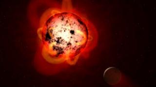 (ภาพจากฝีมือศิลปิน) ดาวฤกษ์ประเภทดาวแคระแดงเกิดการลุกจ้าของชั้นบรรยากาศ ซึ่งส่งผลกระทบต่อดาวบริวารที่โคจรวนรอบอยู่ได้