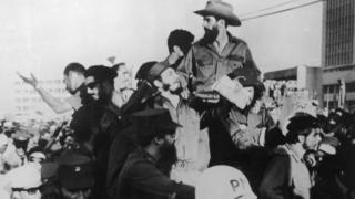 Fidel Castro, el Che Guevara y Camilo Cienfuegos llegan a La Habana el 8 de enero de 1959.