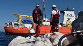 Le bateau Aquarius met le cap sur Valence (Espagne) avec à son bord plus de 600 migrants.