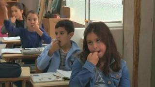 عکس آرشیوی - کودکان در جزایر قناری مشغول یادگیری یک زبان کهن محلی