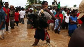 Dans le nord-ouest du pays où il a également beaucoup plu, des villes sont actuellement sous les eaux.