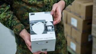 Coronavírus: EUA são acusados de 'pirataria' e 'desvio' de equipamentos que iriam para Alemanha, França e Brasil
