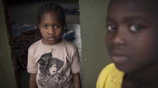 طفلتان سودانيتان في مركز إيواء في ليبيا - أبريل/نيسان 2019