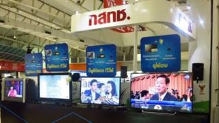 การประมูลทีวีดิจิทัลช่วงปลายปี 2556 ทำให้วงการโทรทัศน์ไทยเกิดช่องรายการเพิ่มเป็น 36 ช่อง แบ่งเป็น 3 ประเภท 1.บริการสาธารณะ 2. บริการเชิงธุรกิจ 3. บริการชุมชน โดยมีเพียงบริการธุรกิจเท่านั้นที่สามารถหารายได้จากโฆษณา