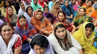 রাজনৈতিক দলগুলোর রয়েছে অনেক নারী কর্মী।