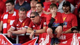 """А от фанатам """"Ліверпуля"""" було не так весело від поразки супротивників"""