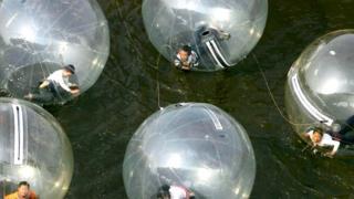 Жить в уютном пузыре привычных взглядов удобно...