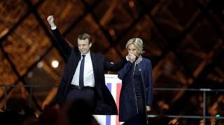 Macron con su mujer, Brigitte.