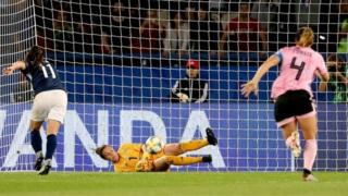 Un cobro de penalti entre Argentian y Escocia
