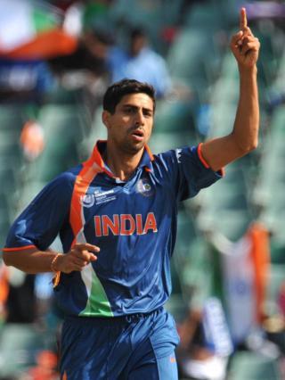 ભારતીય ક્રિકેટ ટીમના બોલર આશિષ નેહરા