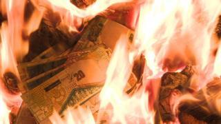 Burning £20 notes