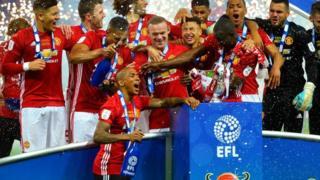 Manchester United team dey celebrate