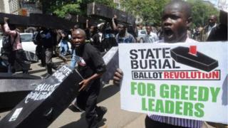 Les salaires des parlementaires ont suscité beaucoup de colère au Kenya depuis longtemps