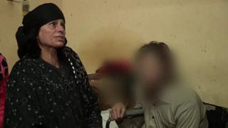 """مصر: إخلاء سبيل أم """"حبست"""" ابنها عشر سنوات في المنزل"""