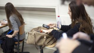 Употреба телефона у школи