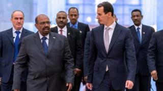 زيارة الرئيس السوداني عمر البسير إلى سوريا تفتح الباب أمام الكثير من التساؤلات حول مضامينها وتداعياتها.