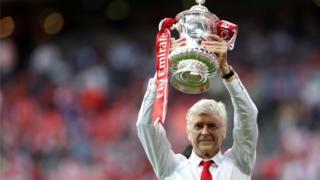 Wenger avuga ko yari akwiye guhabwa icubahiro n'abafana nyuma yo kubaronsa ibikombe indwi vya FA Cup