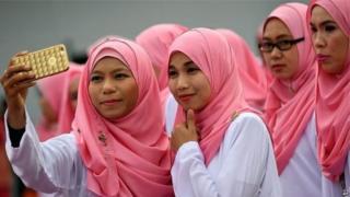 मुस्लिम महिला, सोशल मीडिया