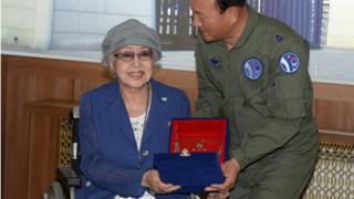 ชเว อึน ฮี ขณะกำลังรับรางวัลในปี 2013