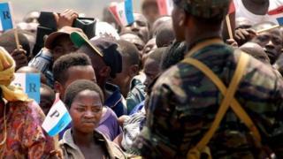 Des militants du parti au pouvoir lors d'un meeting en 2003 à Humure dans la province de Buyumba (illustration)