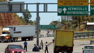 Ông nói thâm hụt thương mại với Mexico là không công bằng đối với Hoa Kỳ.