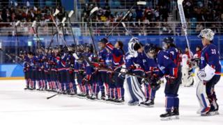 남북은 평창에 올림픽 사상 첫 단일팀인 여자 아이스하키팀을 출전시켰다