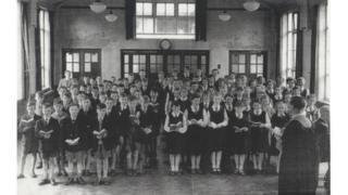 Disgyblion cyntaf yn 1956