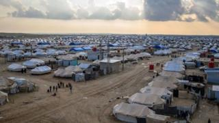 اردوگاه الهول در شمال شرقی سوریه، جایی که هزار تن از خانوادههای جنگجویان داشته در آنجا مستقر شدهاند